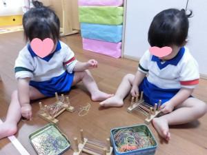 知育遊び(輪ゴムかけ)